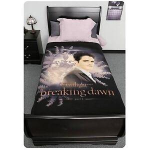 Twilight-Breaking-Dawn-Edward-with-Crest-Fleece-Blanket