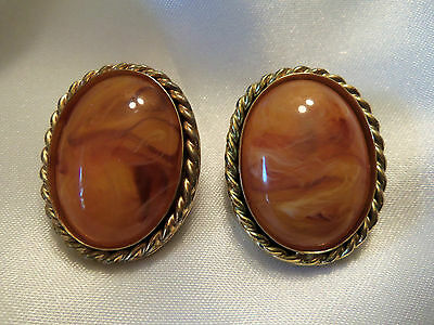 BEAUTIFUL Vintage Antiqued Goldtone Frame ORANGE Marbled CLIP Earrings 1-E0005