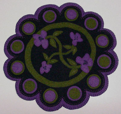 """penny rug style wool felt """" Scallop""""  candle mat pattern"""