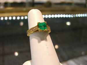 Cool wedding rings for newlyweds: Women's emerald engagement rings