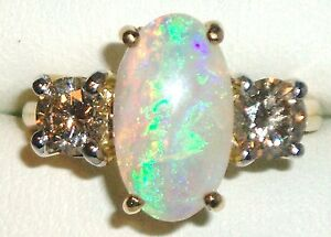 A-FINE-18CT-GOLD-OVAL-CUT-CABOCHON-OPAL-amp-1-2CT-DIAMOND-3-STONE-RING-WT-5-6g