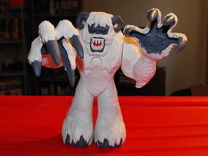 2006-Matchbox-Mega-Rig-Arctic-Adventure-Mission-Yeti-Snow-Monster-Wampa-Figure