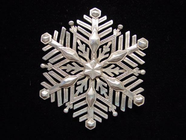 """JJ"" Jonette Jewelry Silver Pewter Large 'Detailed Snowflake' Pin"