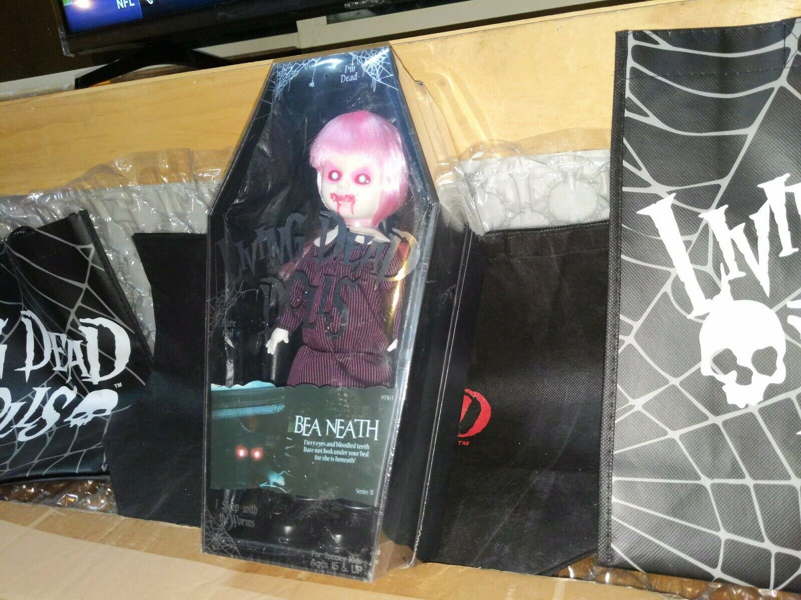 LIVING DEAD DOLLS Bea Neath series 31 NEW SEALED FREE SHIPPING