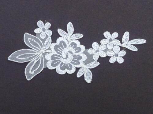 18cm by 7.5CM Blanco con Flor /& Hojas Apliques//encaje de corte ref AP3