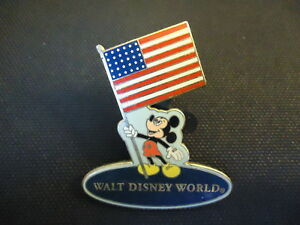DISNEY-WDW-MICKEY-MOUSE-HOLDING-USA-FLAG-BLUE-BACKGROUND-PIN