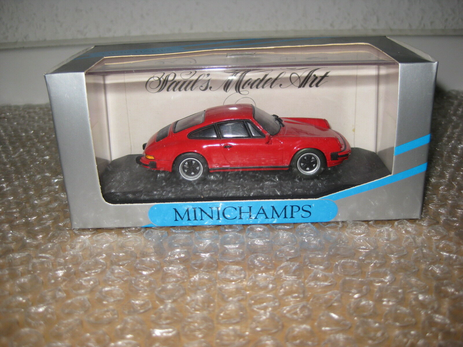 Minichamps 1 43 Porsche 911 Coupe 1978-1983 India rot No. 062020 Q1040