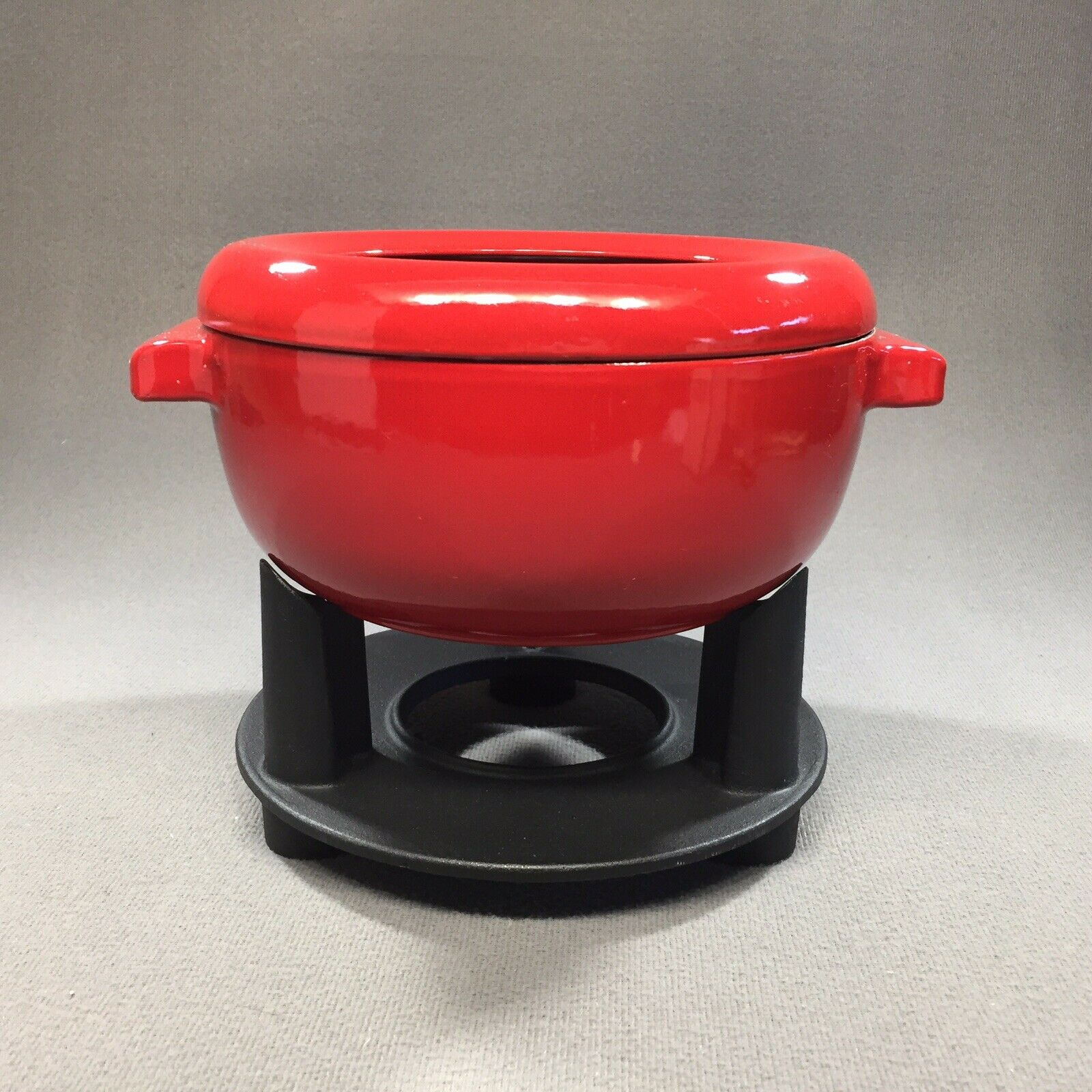 Staub France EMAILLE fonte 2 Qt Rouge Pot fondu & STAND-Nice