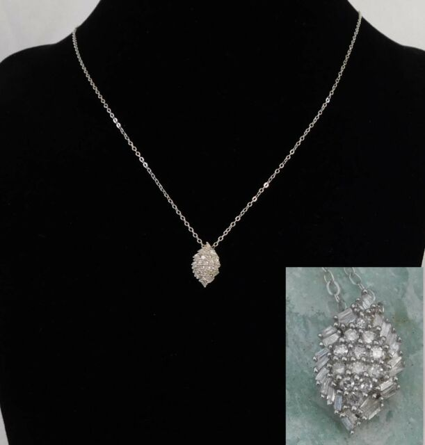 Cluster Diamond Pendant TdiaWt. 0.25 cts. Platinum/Silver 20