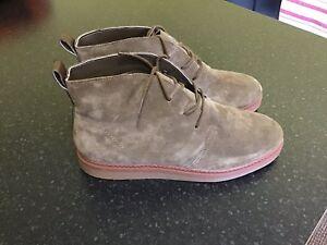olvidar Énfasis Gran cantidad de  Brand new Clarks Dove Roxana Women's Boots Olive Suede Size 6 1/2 D  (standard) | eBay
