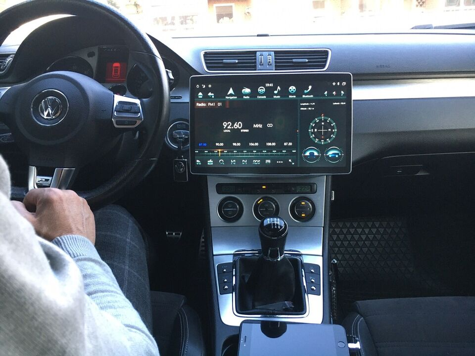 Multimedia system, VW Tesla model