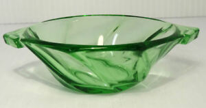 Heisey-Glass-TWIST-Moongleam-Two-Hadle-Nut-Dish