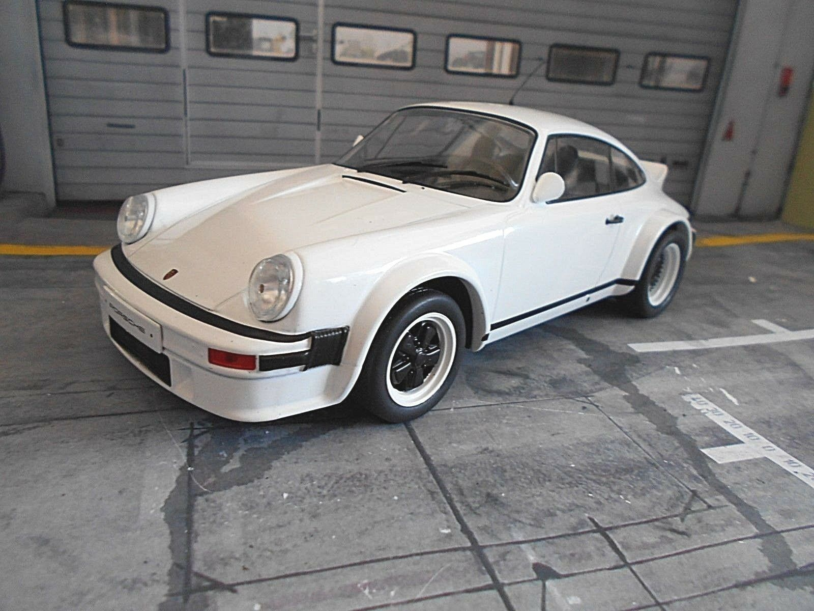 Porsche 911 SC Carrera Rallye Rallye Rallye taille 4 RALLYE Street Plain Body blanc IXO S 1 18 5104cf