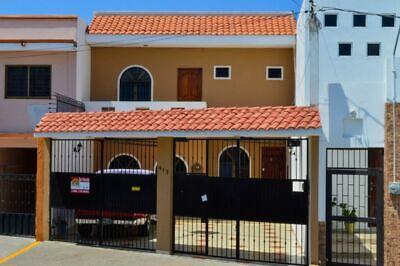 Estupenda casa de 3 Recámaras más 1 Estudio!
