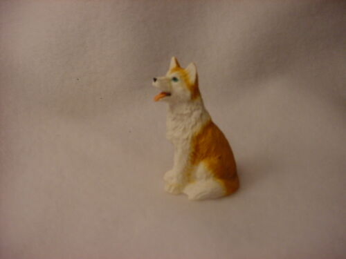 HUSKY red white puppy TiNY FIGURINE Blue Eye Dog MINIATURE Mini Resin Sm Statue