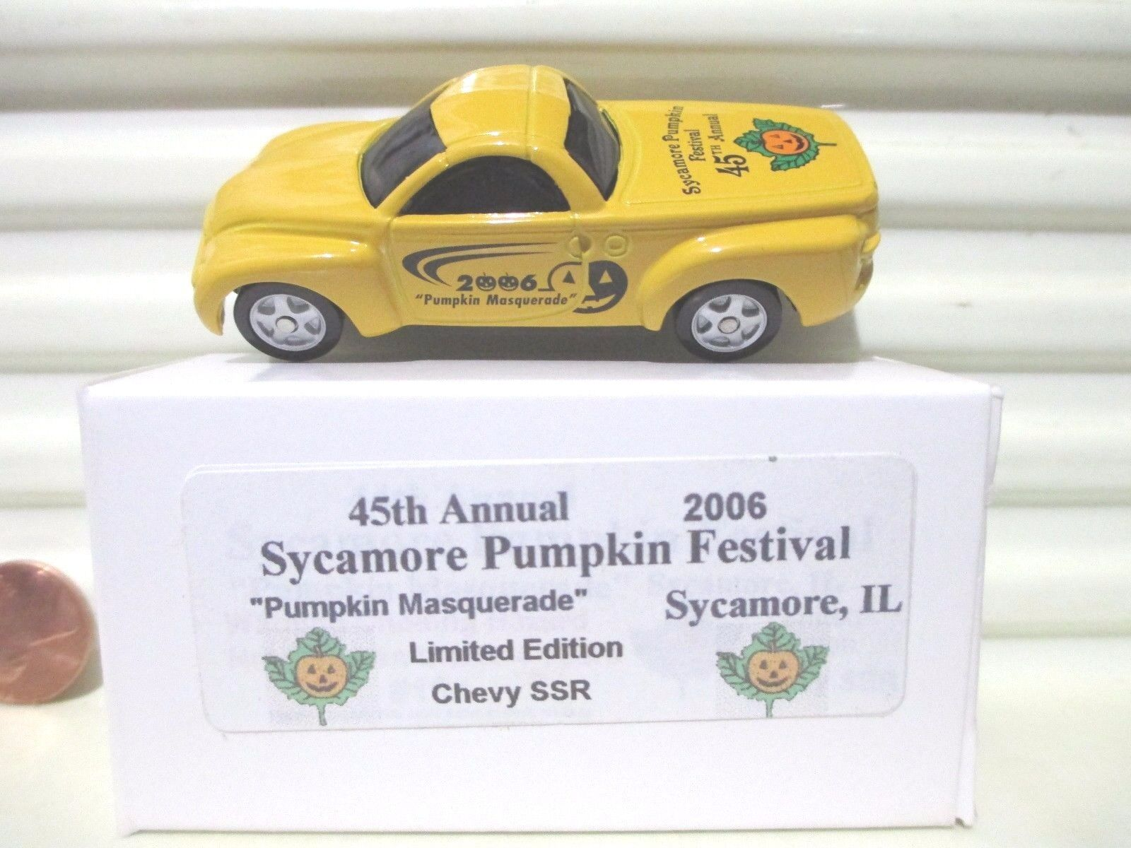 Maisto 2006 45th Annual Sycamore Pumpkin Festival 2000 Chevrolet SSR Nu MintBoxd