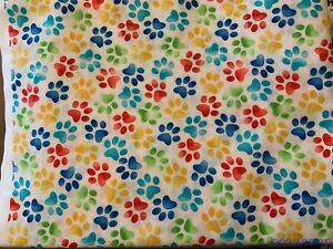 FQ-Timeless-Treasures-Bright-Paw-Prints-White-Cotton-Fabric-18-034-Lx21-034-W-BTFQ