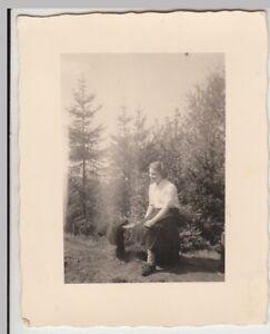 (f24484) Orig. Photo Jeune Femme Sur Banque En Plein Air 1951-afficher Le Titre D'origine