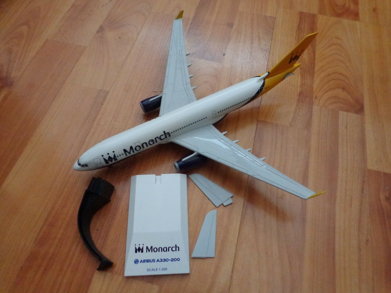 SKYMARKS 1 200 MONARCH AIRLINES AIRBUS A330-220 G-SMAN PLASTIC AIRCRAFT PLANE