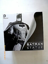 DC DIRECT BATMAN BLACK AND WHITE FRANK MILLER THE DARK KNIGHT RETURNS STATUE!