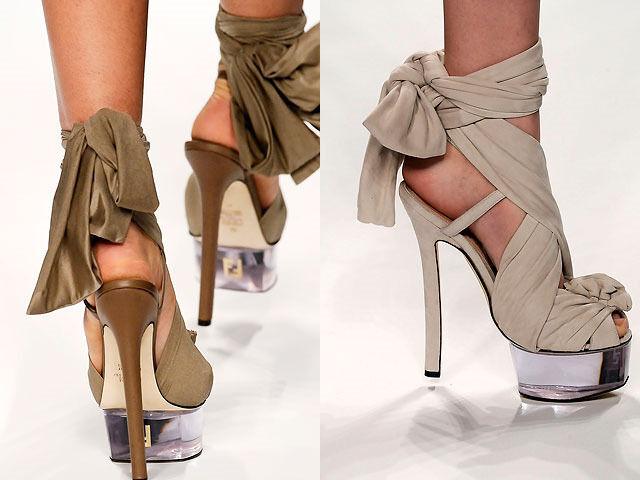 FENDI RUNWAY'Cinderella'NudeTulle embellished suede platform sandals Sz 36 US 6