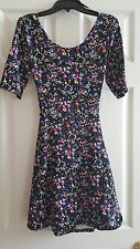 JUNIOR CROSS CUT-OUT BACK FLORAL DRESS SIZE SMALL WORN 1X