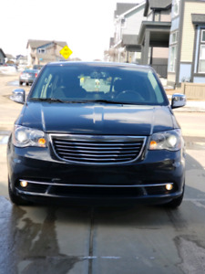 Chrysler town &country2016 ((great condition))