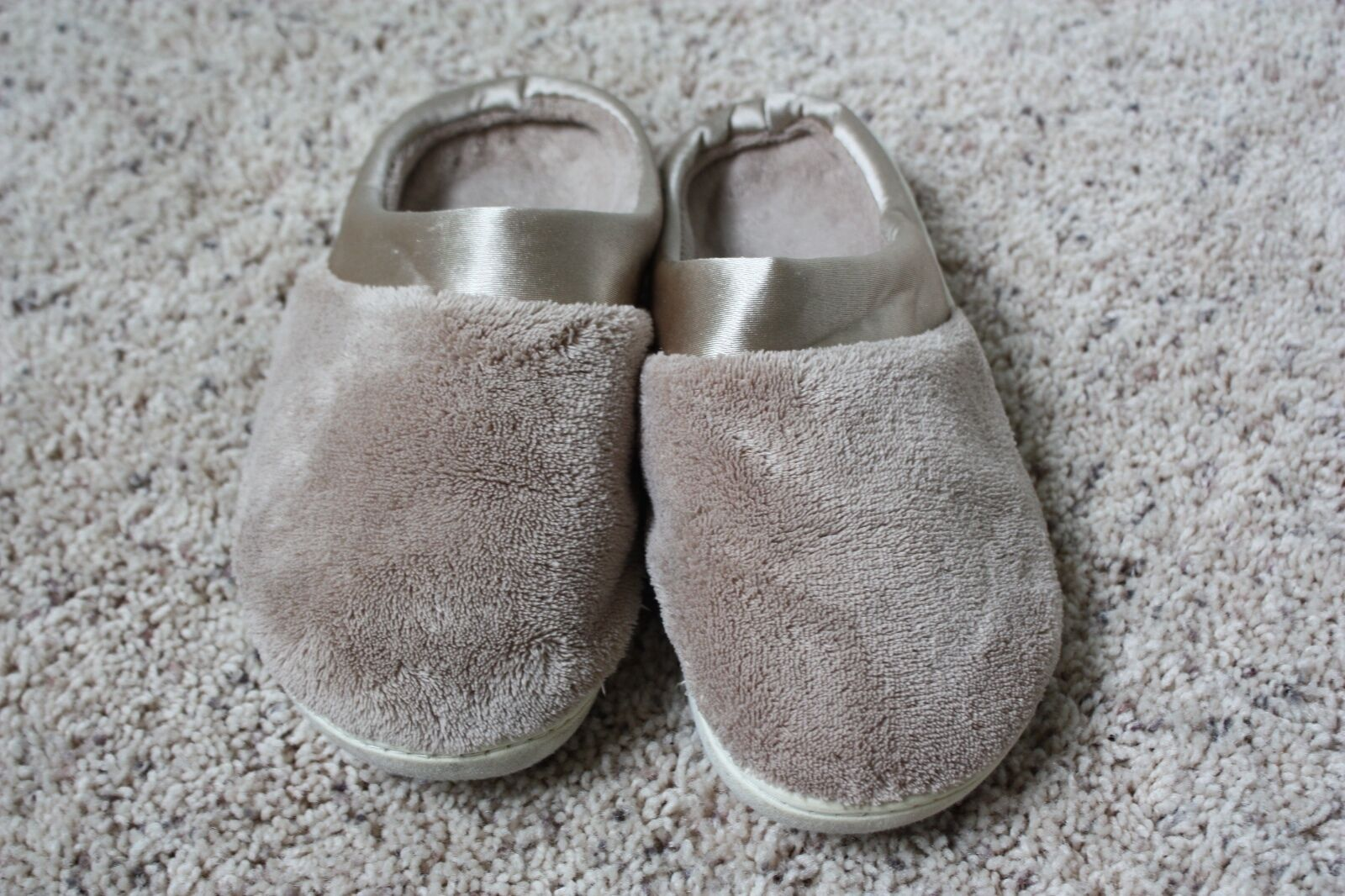 Tan Microterry Pillowstep Isotoner Slip-On Slippers Size 7.5-8