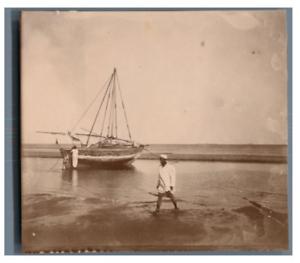 Madagascar-Bateau-sur-la-plage-a-maree-basse-Vintage-citrate-print-Tirage