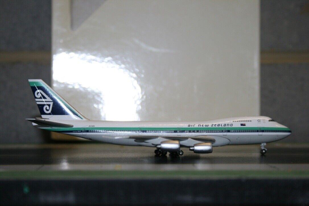 bleu Box BBOX 1 400 Air nouveau Zealand Boeing  747-200 ZK-NZX Model Plane defect  le plus récent