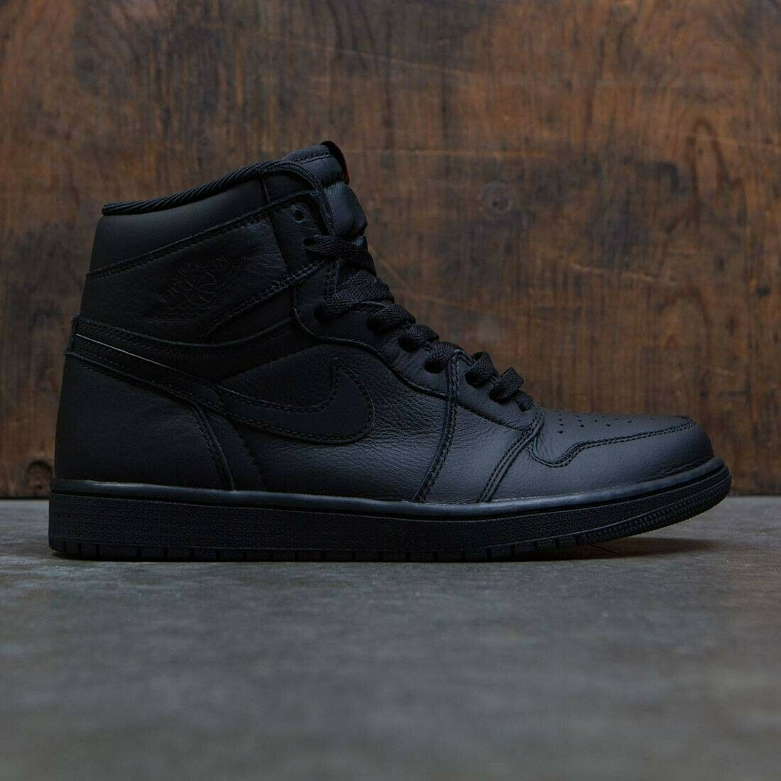 2017 Nike Air Jordan 1 Retro High OG Triple Black Red Size 9.5. 555088-022