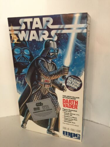 1992 Vintage Star Wars Darth Vader MPC OPEN. GLOWS IN DARK. SEALED INSIDE