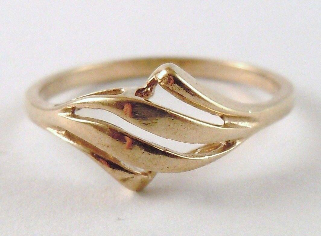 100% Genuine Vintage 9K Solid Yellow gold Stylish Dress Ring.