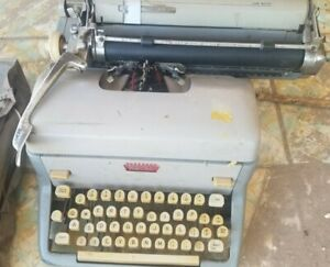 Vintage Royal FP Manual Typewriter With Cover