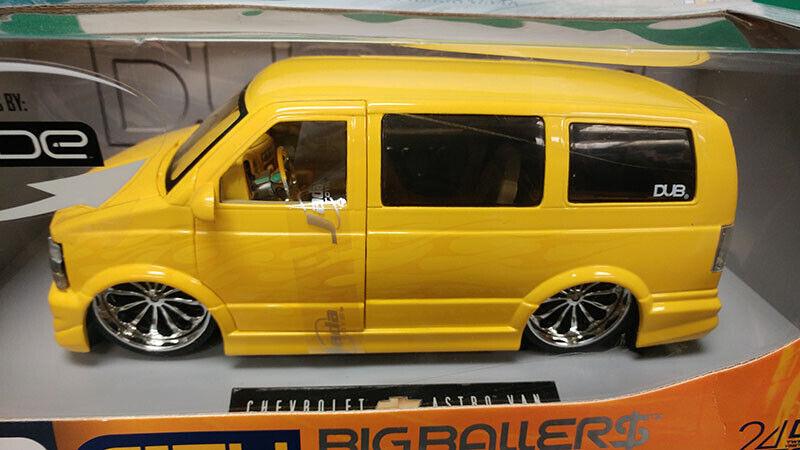 groß Ballers Chevrolt Astro Van 1 18 Diecast voiture by DUB Stadt - Gelb
