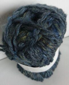 fabriqué en France 10 pelotes de  laine et lurex couleur grise  trés douce