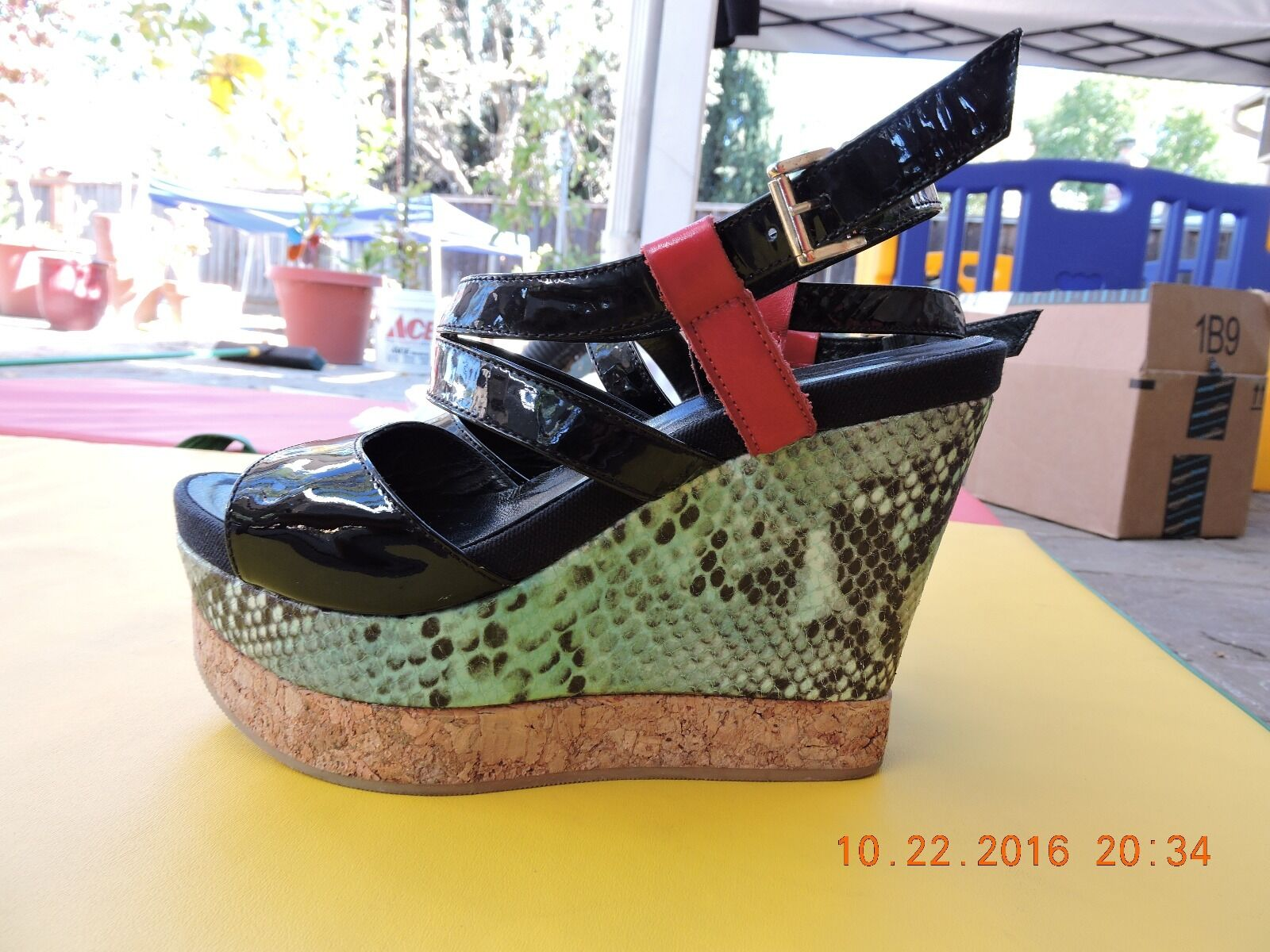 Sandale by Vicini. Größe 6.5. Made in .