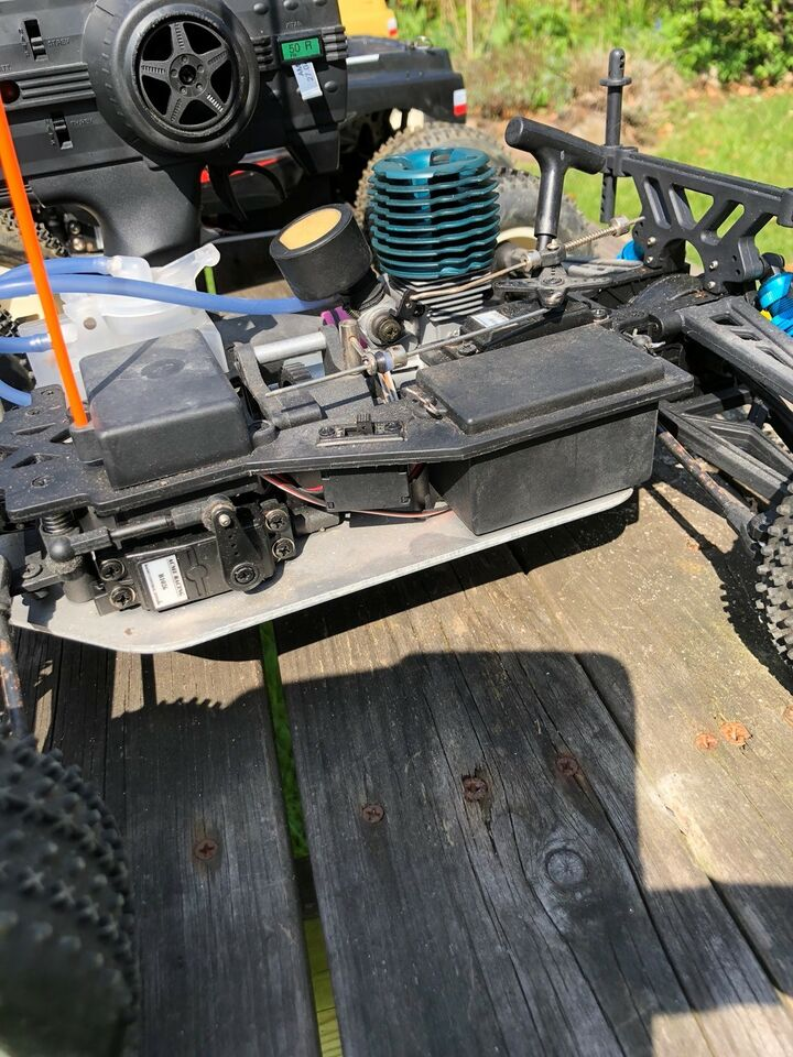 Fjernstyret bil, Acme Aggressor Monster Truck, skala 1:10