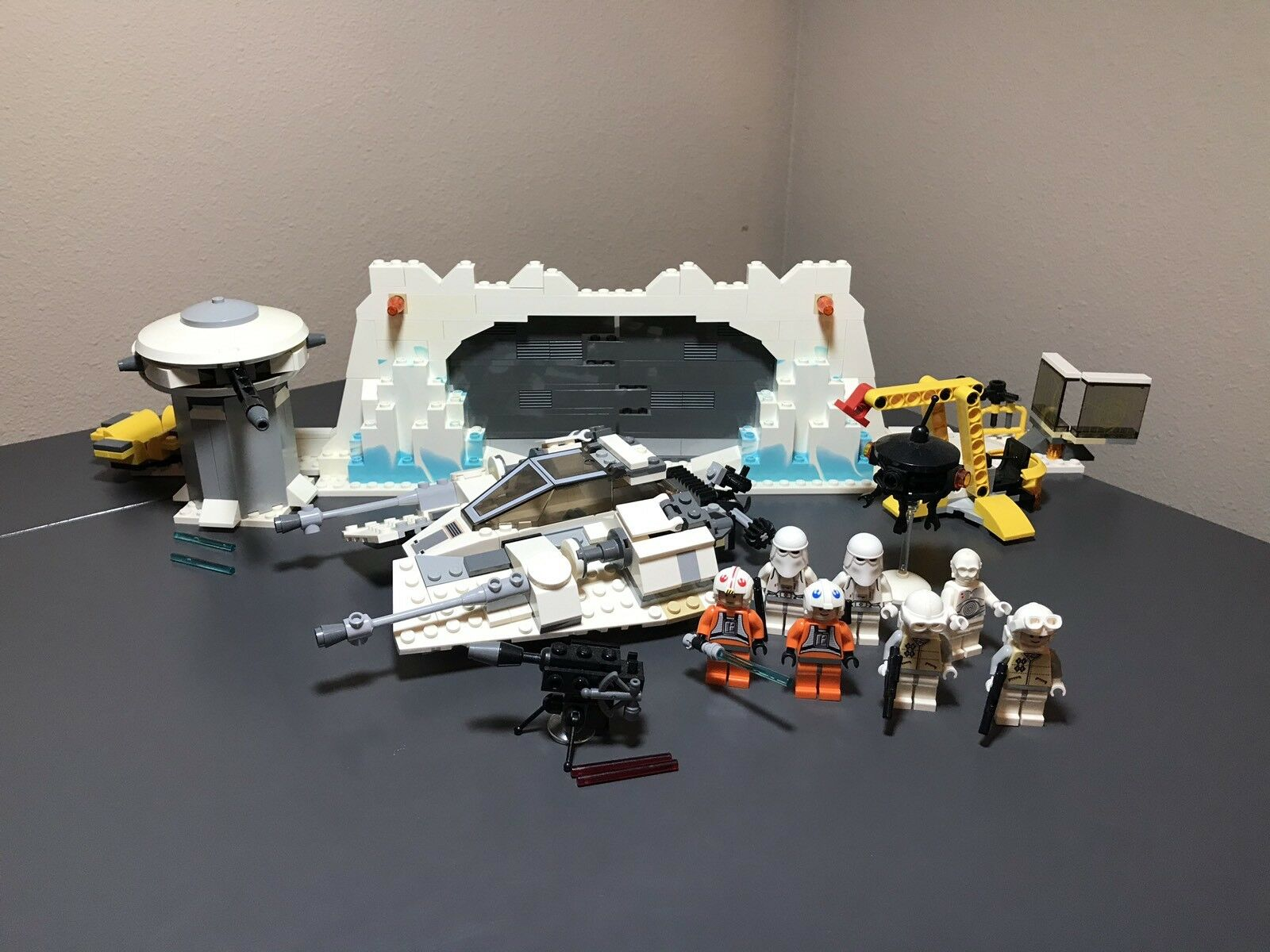 LEGO STAR WARS  7666 HOTH REBEL BASE USED