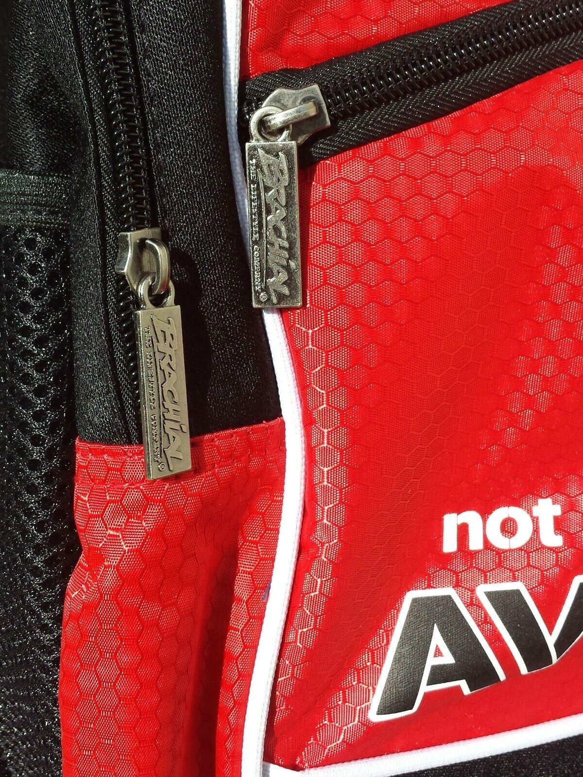 No braquial llevar bolsa de deporte en el el el gimnasio