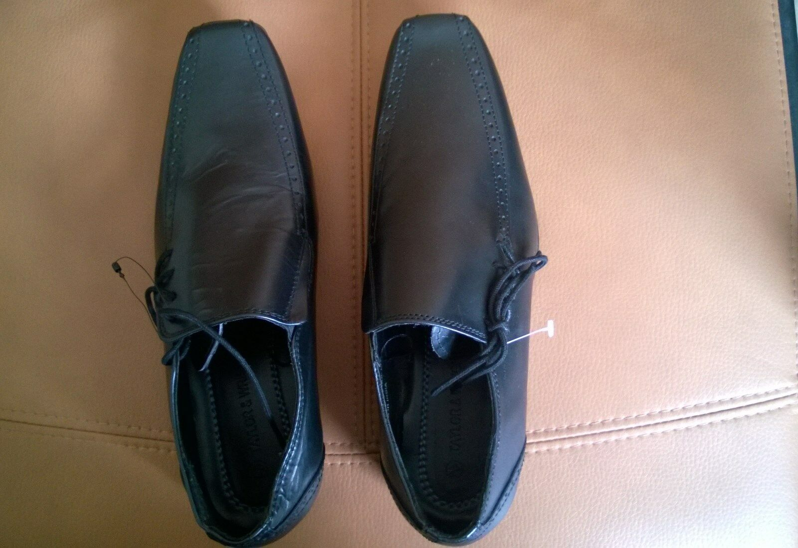 Man's/Woman's Taylor and Wright Black leather all Shoe Ideal gift for all leather occasions Brand Great choice 928589