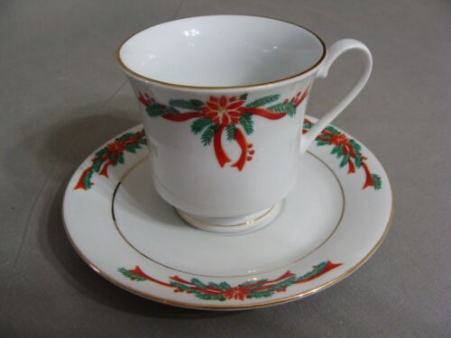 4 Fine China Christmas Cups /& 4 Saucers In The Poinsettia /& Ribbons Pattern