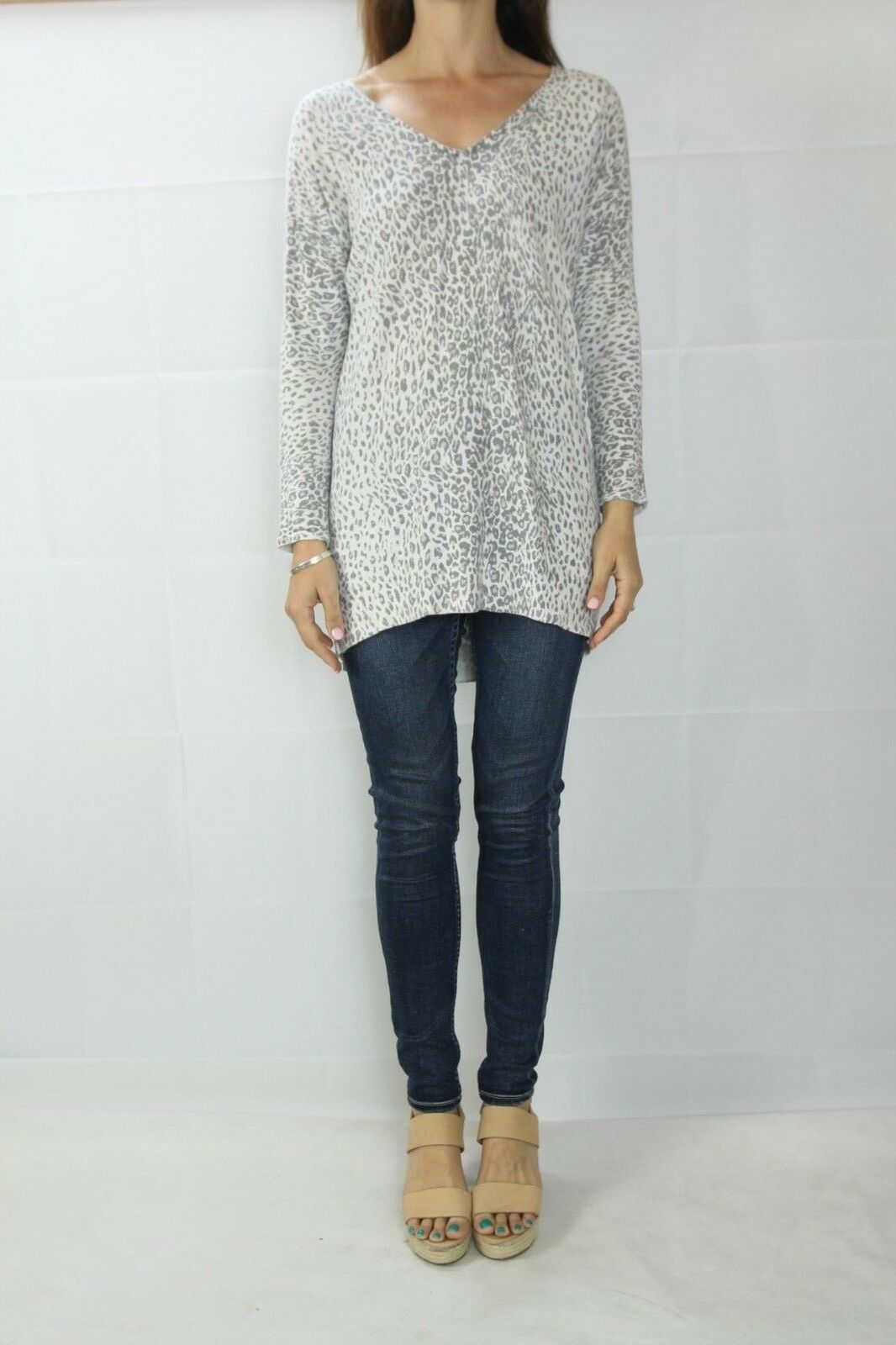 SUSSAN Light Grey Animal Print Tunic Jumper Size XS (6)