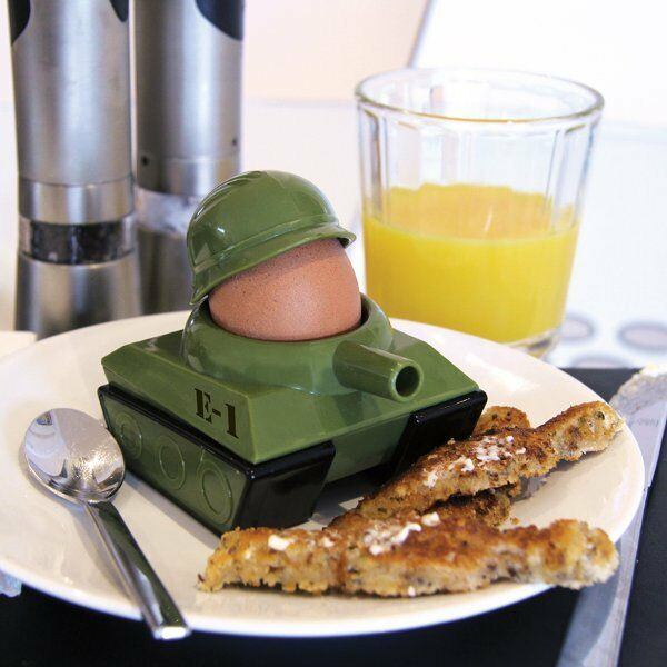 Noki EGGSPLODE - Tank EGG CUP and Soldiers TOAST CUTTER