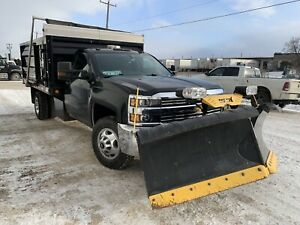 2015 Chevrolet Silverado 3500 / Dually / Dumpbox / Snow Plow
