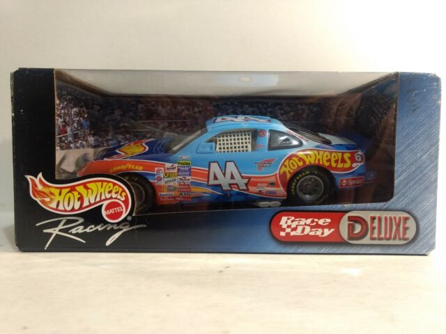 Nascar Kyle Petty #44 Race Day Hot Wheels Grand Prix 1:24 Scale Diecast 1999