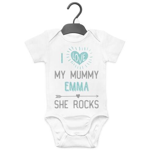 J/'aime ma maman elle Roches Personnalisé Baby Grow Vest Custom Drôle Cadeau Maman