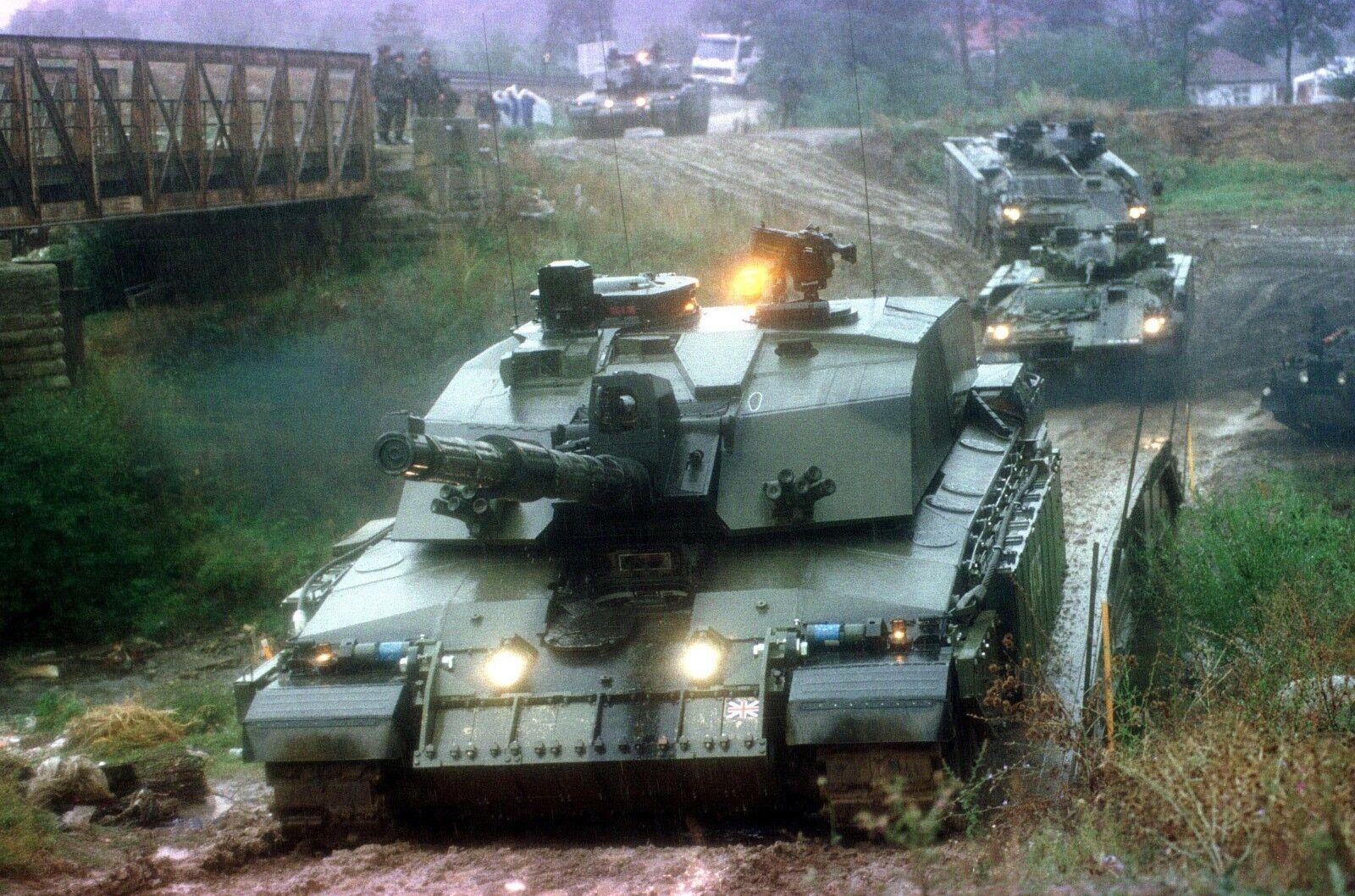 ARMY Challenger 2 Battle tank & Warrior    Photo Print
