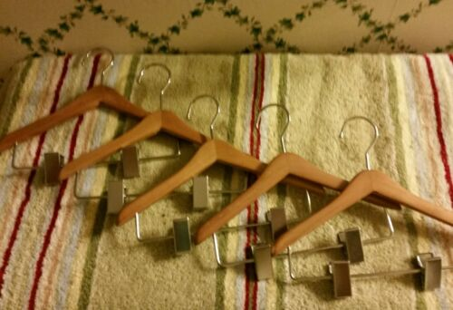 "5 FIVE EIGHT 8/"" Wood Hangers W//Clips-Fit16-20/""Dolls-Any American Girl Would Love"