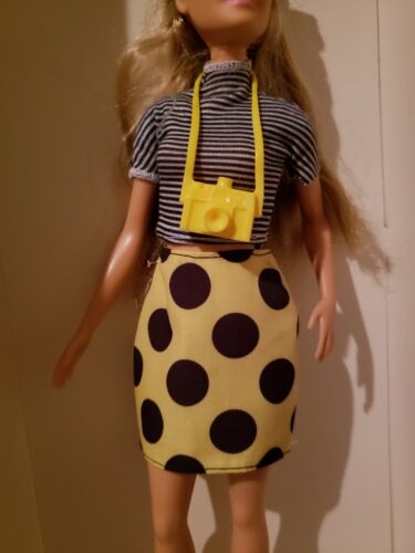 ONLY 2018 BARBIE DOLL  BLACK /& YELLOW POLKA DOT SKIRT